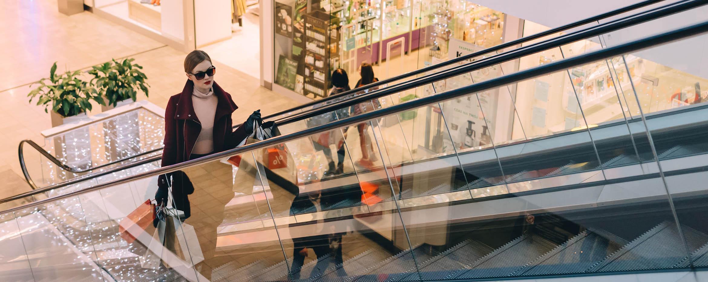 c9ca489a50ef Povianočné výpredaje lákajú do obchodov